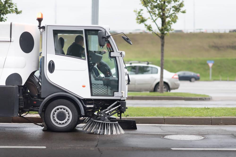 La limpieza vial, una de los servicios que mantienen en funcionamiento nuestro país