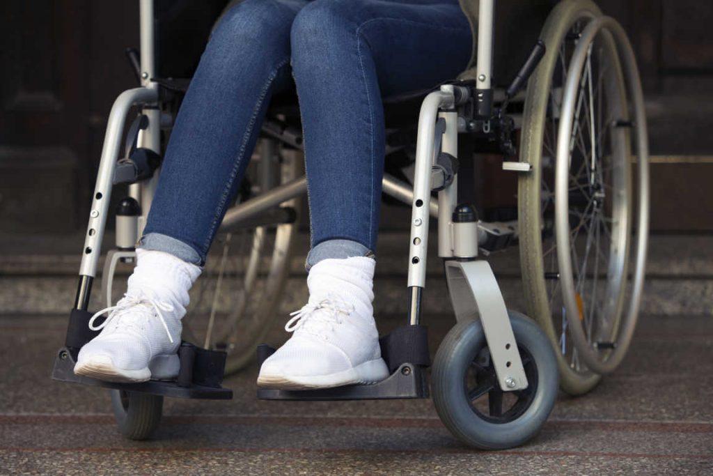 Dispositivos y tecnologías de asistencia que toda persona con movilidad reducida debe tener