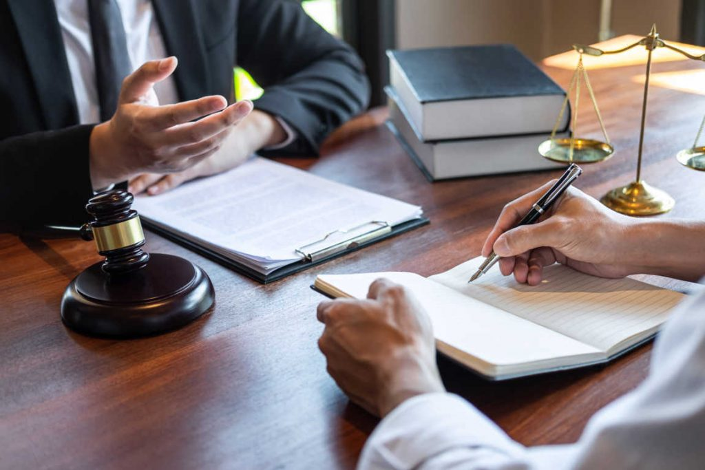 Los elementos más importantes para encontrar un abogado