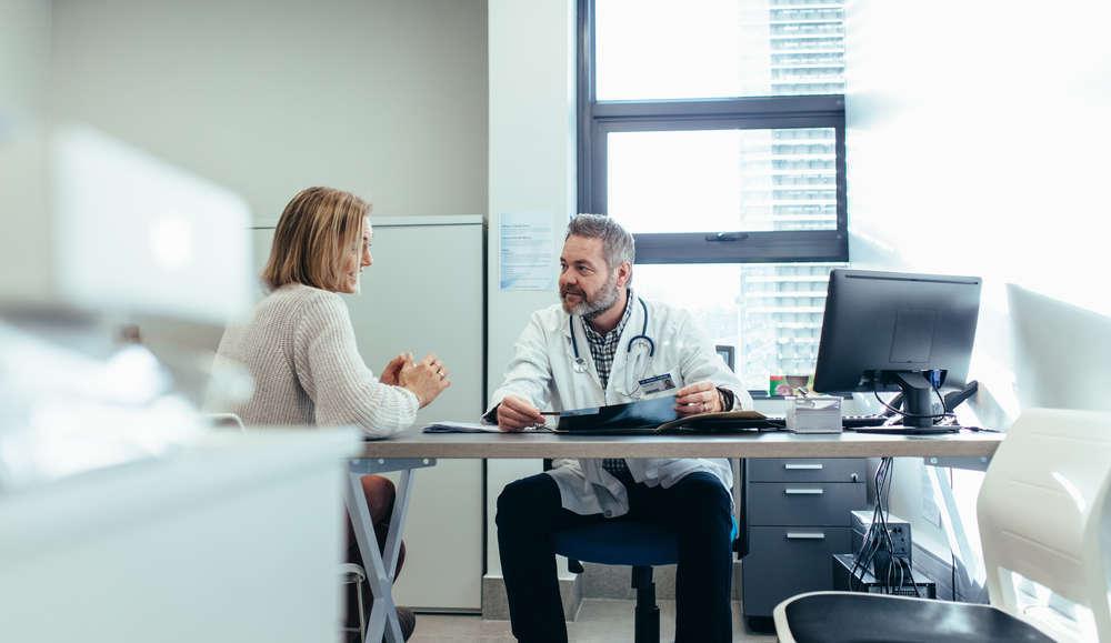 ¿Qué trámites se necesitan para instalar una consulta médica?