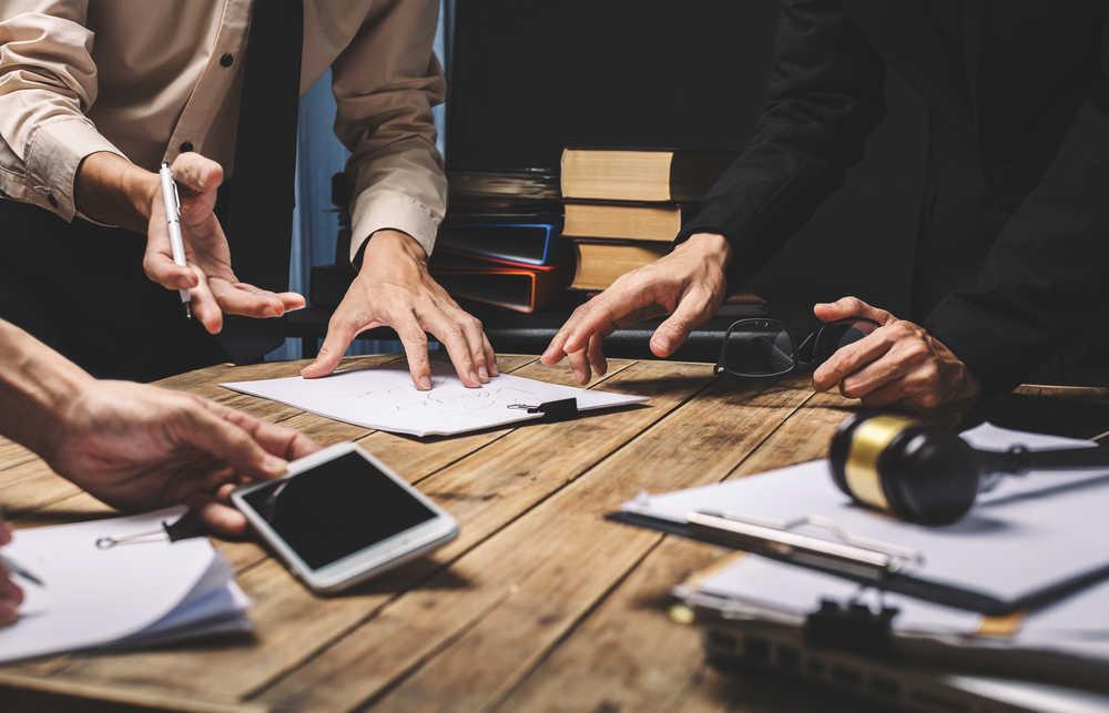 Combate los riesgos derivados de la actividad empresarial con abogados especializados